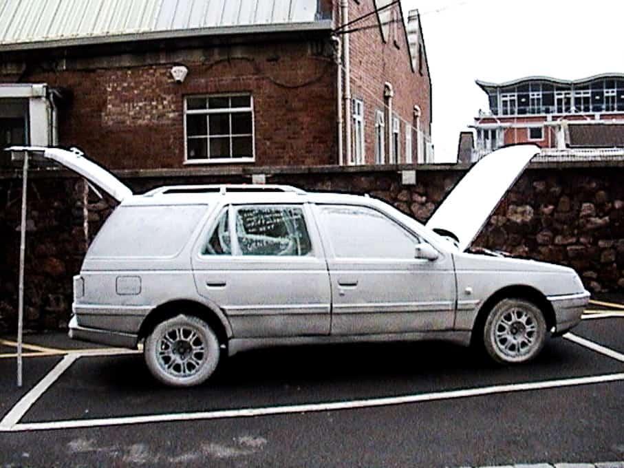 01-white-car-by-sandy-spieler-488
